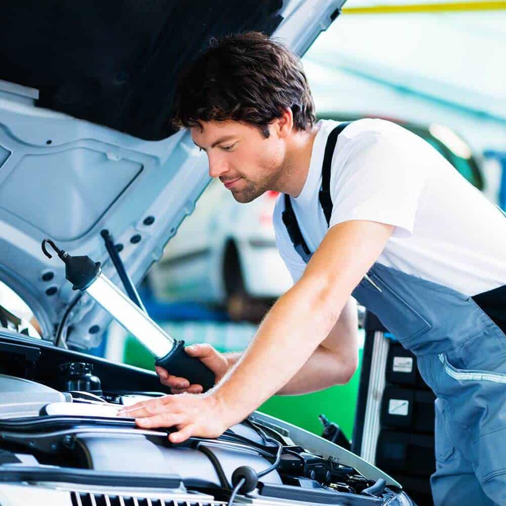 mechanik samochodowy, naprawa samochodu
